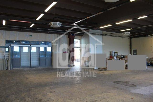 Geschäftsraum, 850 m2, Vermietung, Matulji