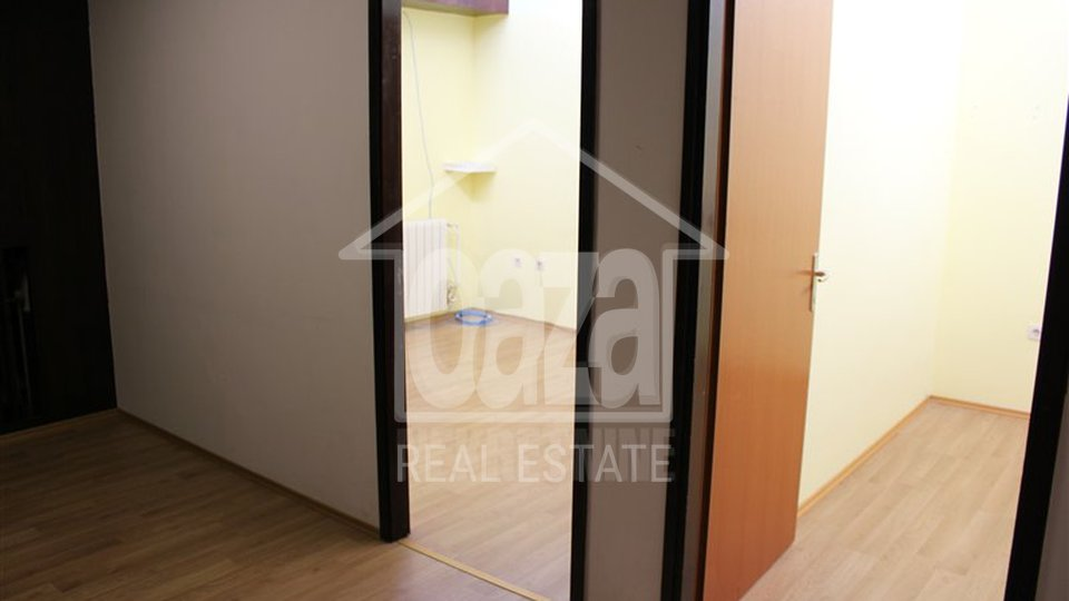 Commercial Property, 30 m2, For Rent, Rijeka - Škurinje