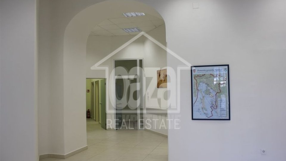 Commercial Property, 161 m2, For Rent, Rijeka - Centar