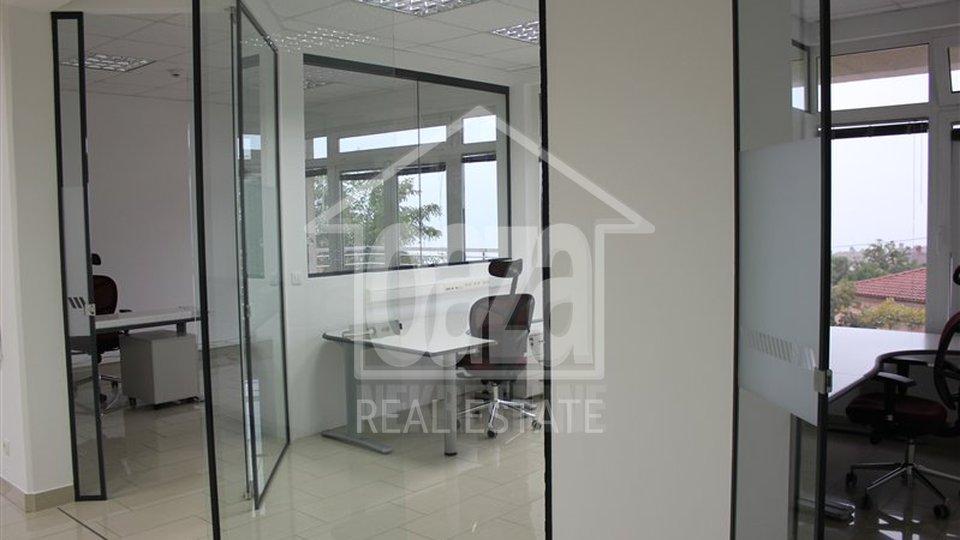 124m2, poslovni prostor u prizemlju sa 3 parkirna mjesta