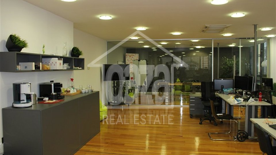 Commercial Property, 166 m2, For Rent, Rijeka - Centar