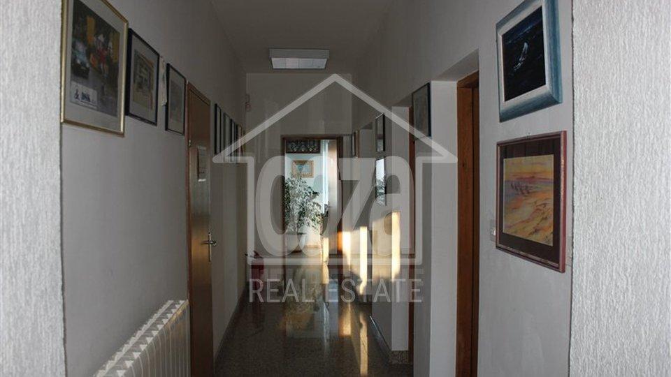 1.200m2 stambeno poslovni objet i 1.500m2 okućnice, Rijeka Marinići