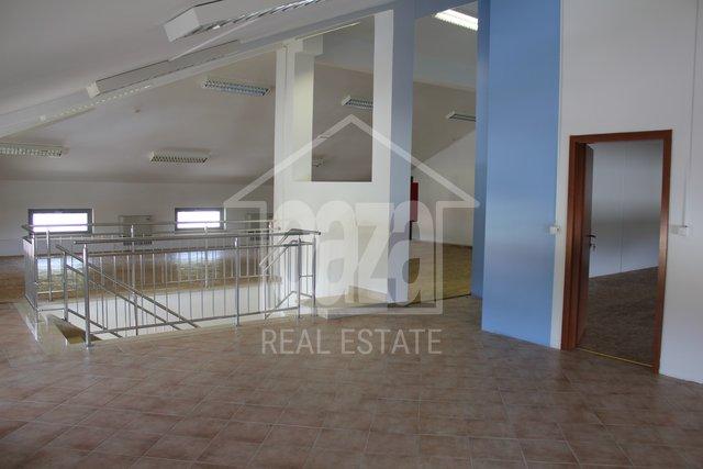 Geschäftsraum, 274 m2, Vermietung, Kastav