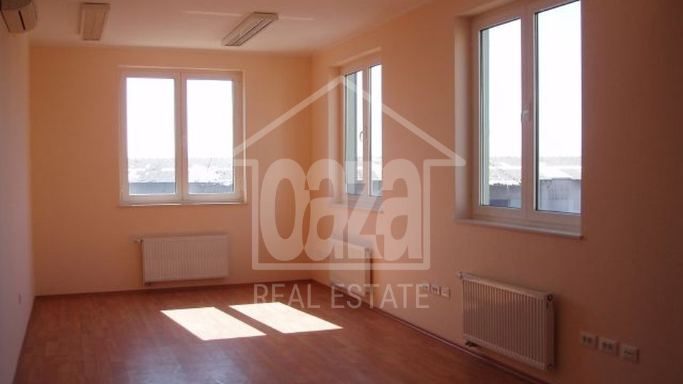 Commercial Property, 73 m2, For Sale + For Rent, Rijeka - Centar