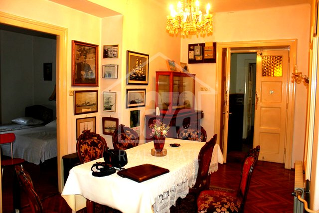 House, 450 m2, For Rent, Rijeka - Trsat