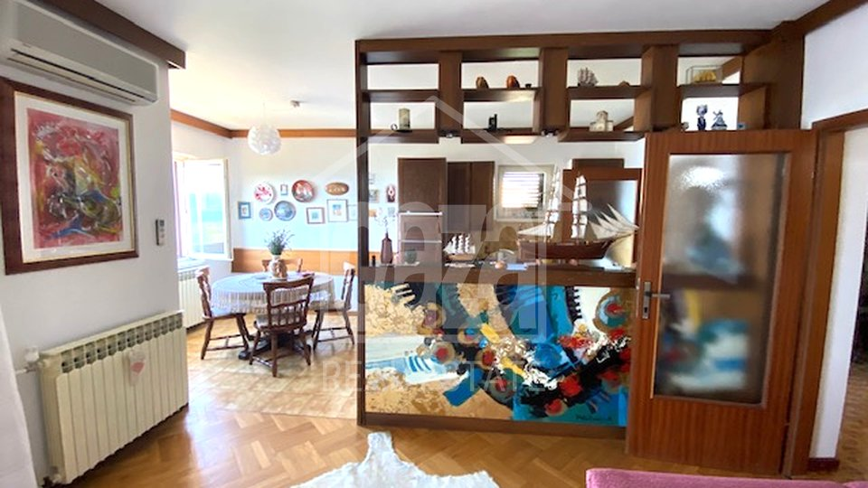 Novi Vinodolski, sunčana kuća sa dva stana, 2 minute od mora i plaža