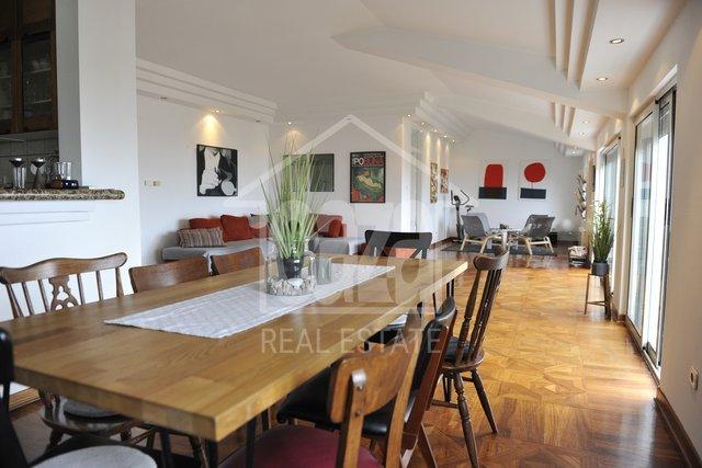 Bulevard, 4s+db, sunčana i lijepo uređena etaža u vili