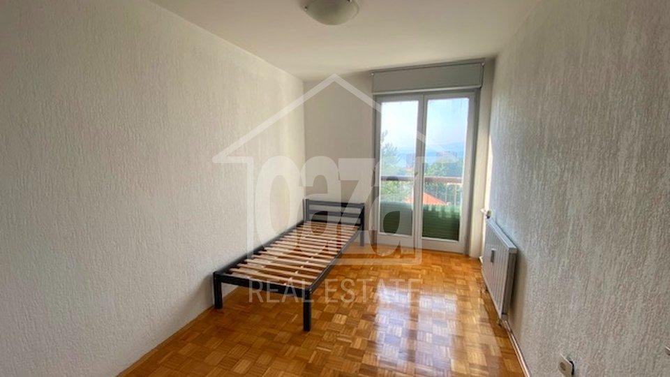 Zamet, dvosobni stan sa DB u neboderu, niži kat