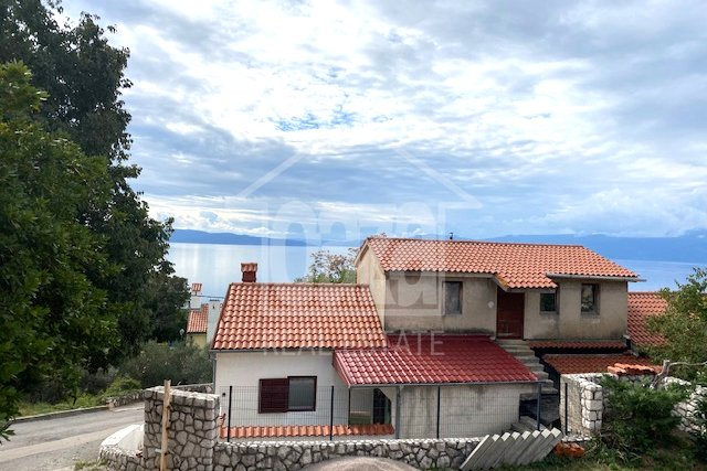 Kostrena, kuća sa 3 stana i pogledom na more