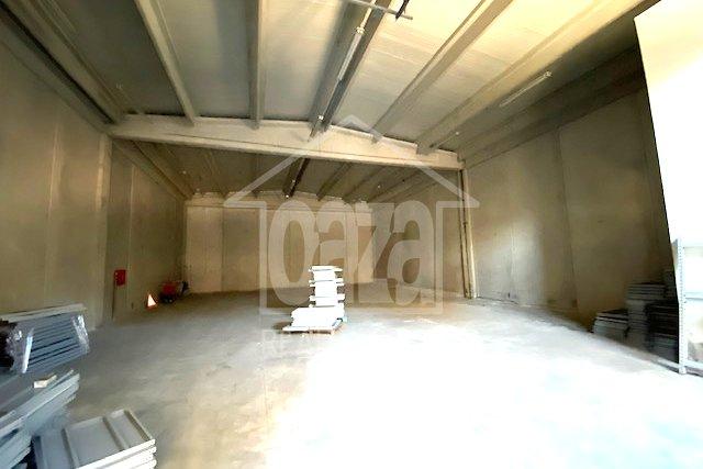 Marinići, višenamjenska hala 314m2 sa parkingom