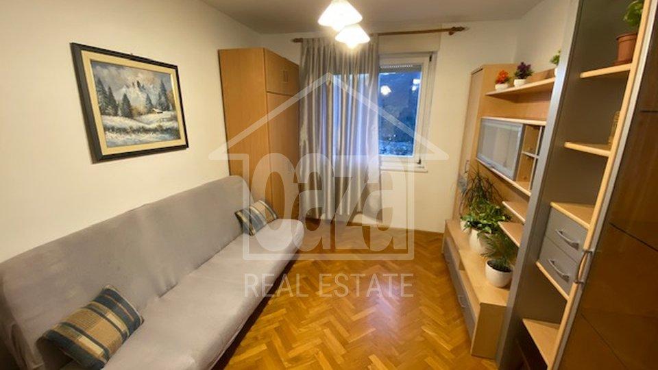 Škurinje, dvosobni stan sa balkonom, namješten, 300 EUR/mj