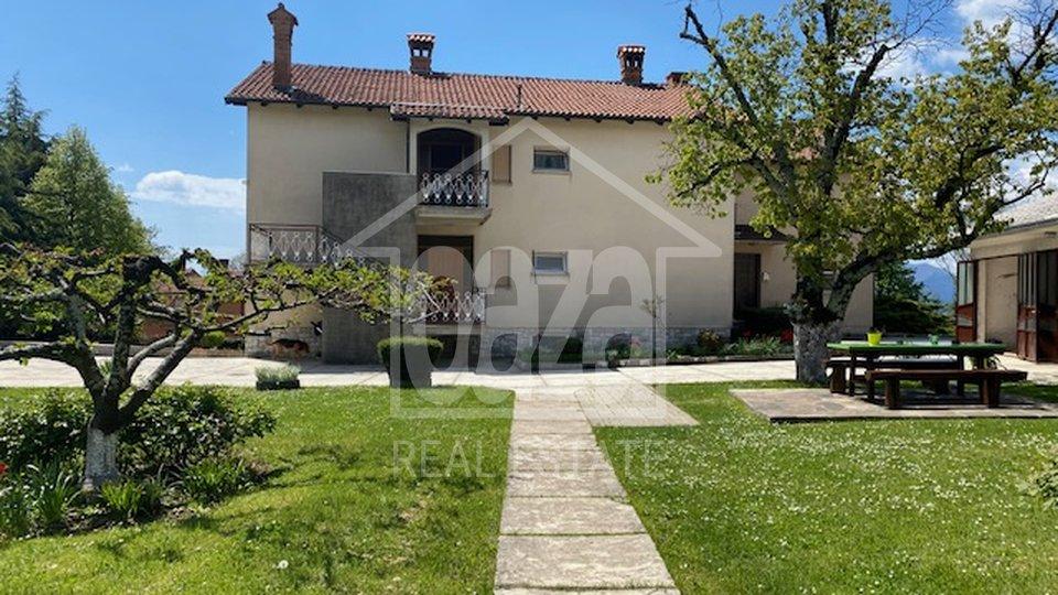 Gornja Drenova - Saršoni, kuća sa 3 stana i 5.043m2 uređene okućnice