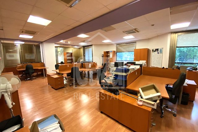 Commercial Property, 833 m2, For Rent, Rijeka - Centar