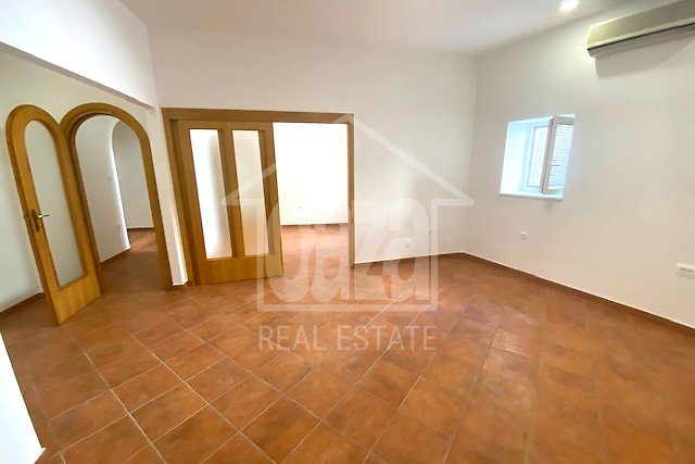 Commercial Property, 60 m2, For Rent, Rijeka - Centar